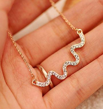 Heartbeat Wave Short Chain Necklace